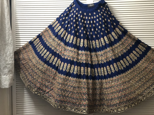 5871d2de3732 You can now get this for INR 2 Lakhs. Unfortunately, there is no actual  store right now in India which gives second hand lehengas ...