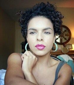Can a pixie cut look nice with frizzy, thick, curly hair? - Quora