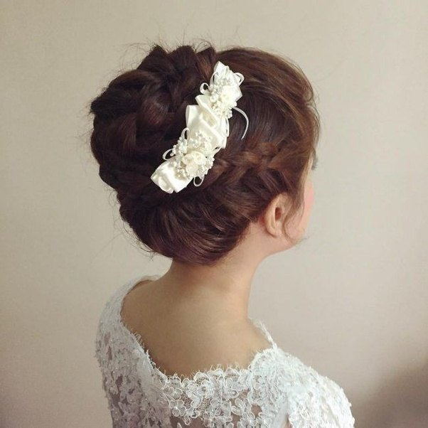 different style of hair buns what are the different types of hair buns quora 8242 | main qimg a4ff244507813a2f62588393338ab2ff c