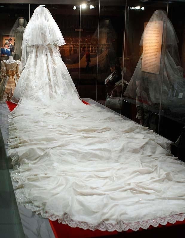 Diana Wedding Dress.Why Was Diana S Wedding Gown So Awful Catherine S Gown Was
