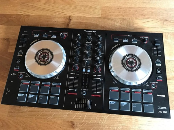 what are the best dj controllers for beginners quora. Black Bedroom Furniture Sets. Home Design Ideas