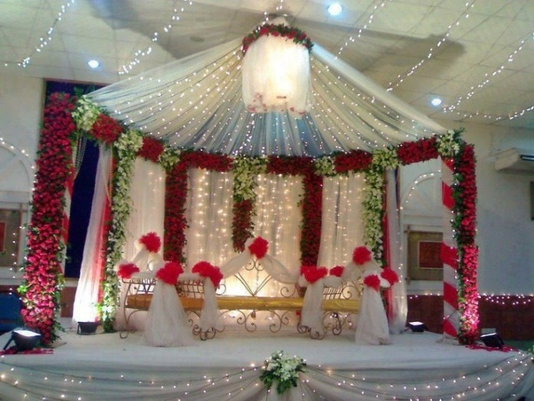 Decorate Your Wedding Stage With A Combination Of Flowers And Lights Make Center Attraction For All Guests