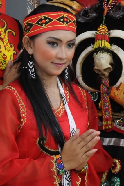 Did People Actually Wear These Things: Why Do The Dayak People Look Like Chinese?
