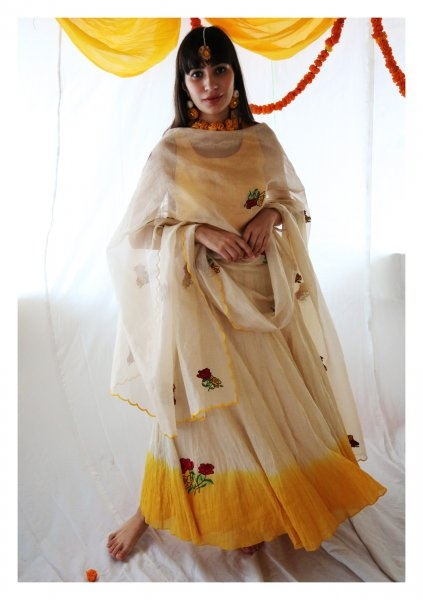 58014c186 Ethnic wear is nothing but the Traditional Indian wear. India has a rich  tradition of clothing and Ethnic wear. Ethnic wear are those category of  clothing ...