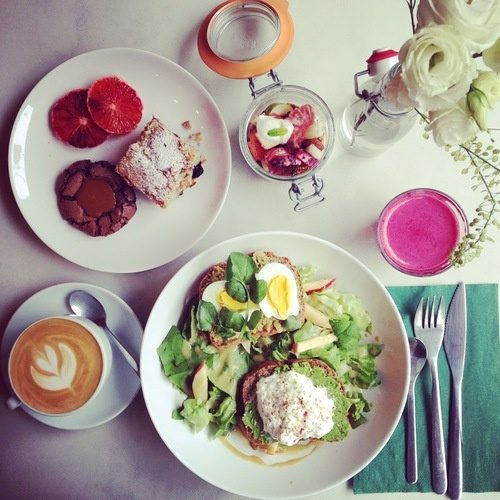 where are some good places to eat breakfast or brunch in paris