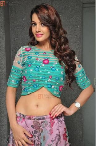Which Indian Actress has an awesome midriff along with a T-shaped or