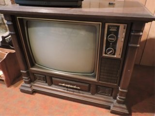 What did your family's oldest television (TV) look like? - Quora