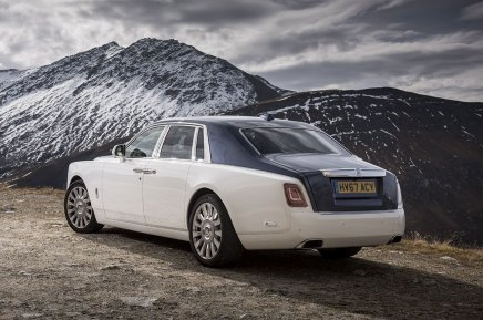 what's the difference between rolls royce ghost, phantom and wraith