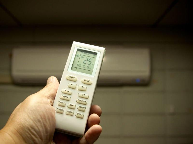 If we decrease the temperature in an AC does it consume more