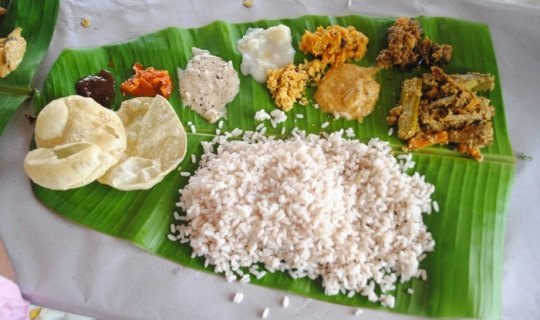 Which are the best vegetarian dishes from kerala that one must try kerala sadya is a vegetarian meal of multiple courses complete with condiments and dessert a typical sadya includes sambhar parippu aviyal kaalan forumfinder Gallery