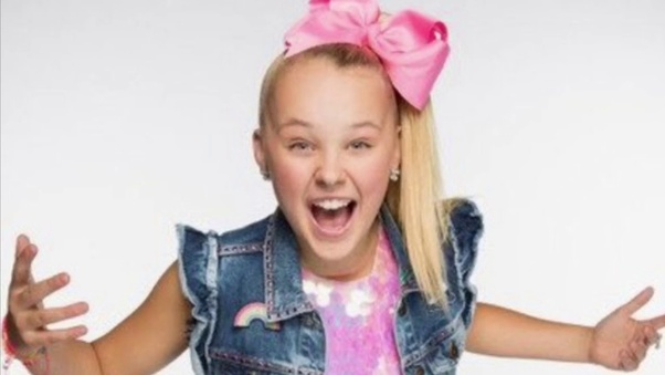 Why is there a trend on teens making fun of Jojo Siwa (the child