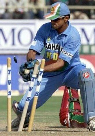 Was Rahul Dravid a natural wicketkeeper, or did he take up the role for the  team? - Quora