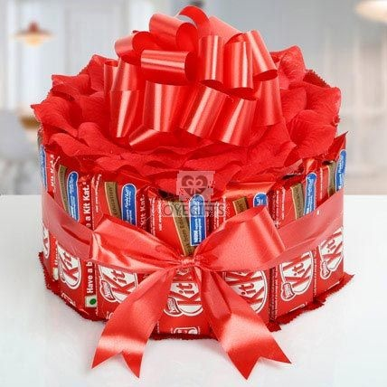 This Is A Mouth Watering Gift Item For Those Who Love Crisp Wafers In Chocolates OyeGifts Brings 17 Nestle KitKat Beautifully Arranged With Red