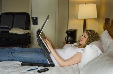 ergonomics what is the most comfortable way to lie in bed with a laptop quora. Black Bedroom Furniture Sets. Home Design Ideas