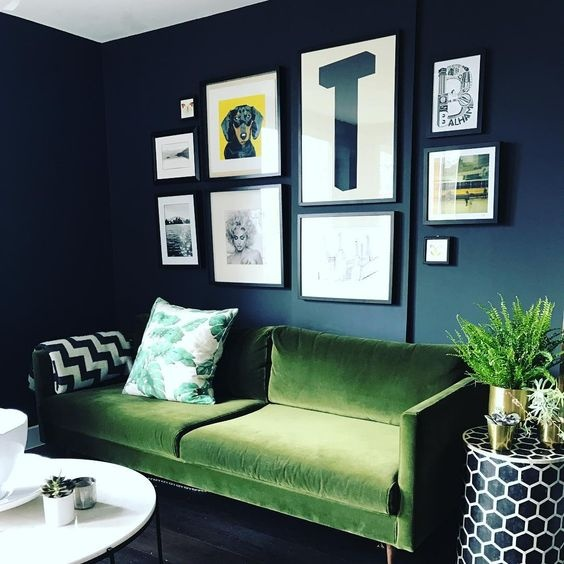 what colors should i use in my living room with a dark green couch