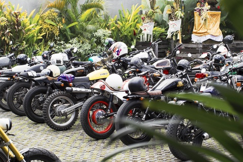 Why do riders like revving their two-stroke motorcycle engine when
