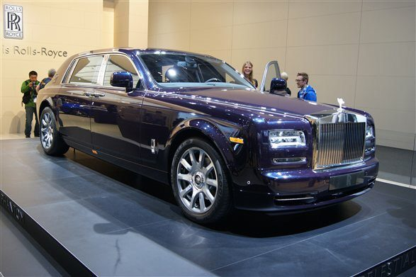 what makes rolls royce luxurious what are all features makes it costlier are they worth paying. Black Bedroom Furniture Sets. Home Design Ideas