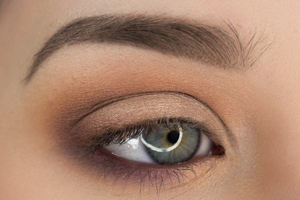 What Are Some Tips For Wearing Eyeshadow Without Eyeliner