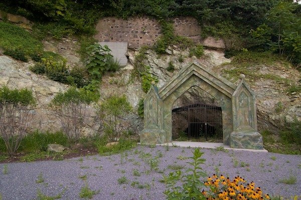 The Cave Restaurant Hoboken Nj