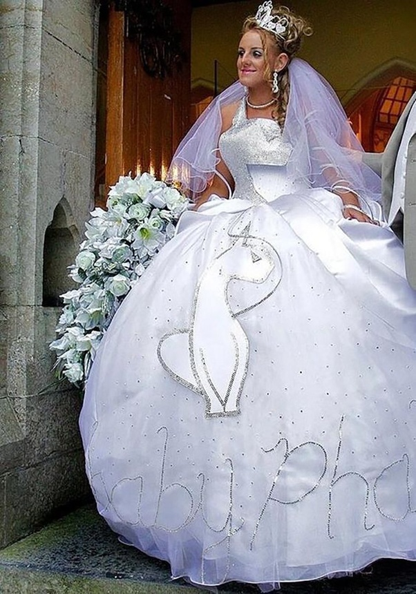How to tell a bride that her wedding dress is inappropriate - Quora