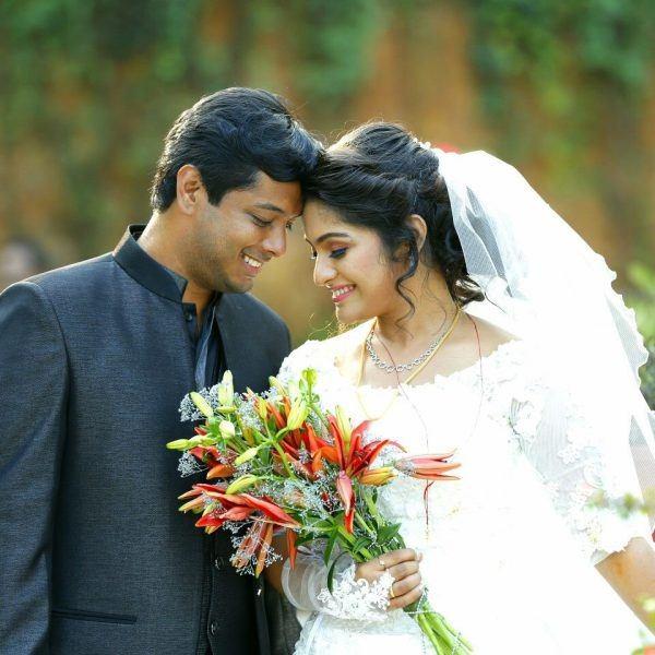 Christian Wedding Reception Ideas: 'How To Hire Professional Wedding Photographer?'