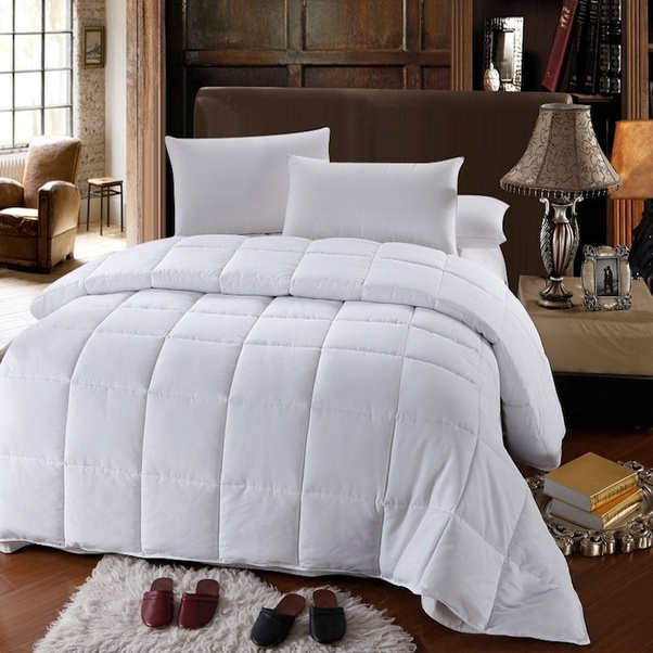 what 39 s the difference between a quilt and blanket duvet and comforter quora. Black Bedroom Furniture Sets. Home Design Ideas