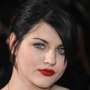 Who is kurt cobains daughter and how was her life affected by his kurt cobain had a daughter with his wife courtney love frances bean cobain freerunsca Images