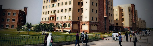 Which are the best universities in Pakistan for software engineering