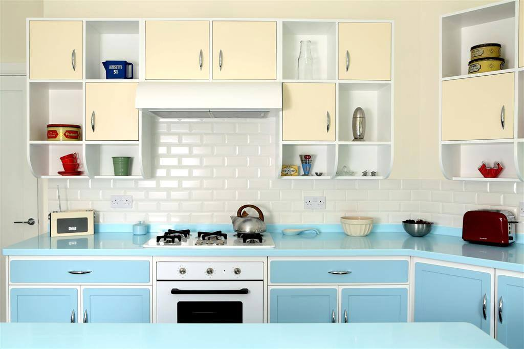 Some Common Themes Of Retro Kitchens The 50s Were Chrome Accents Checkered Patterns Flooring Hand Towels Backsplash Etc Pastels