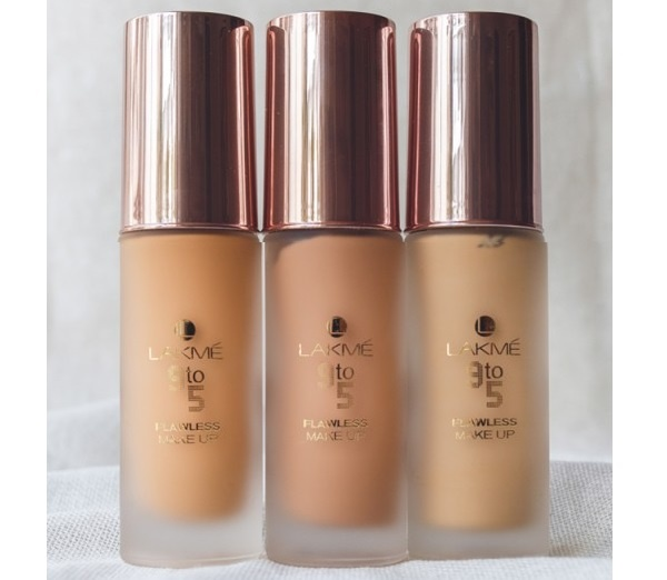 Lakme 9 To 5 Flawless Matte Complexion Foundation. Features and Review