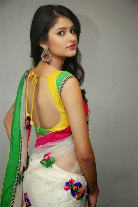 What is the best comment to a women who wears a saree? - Quora