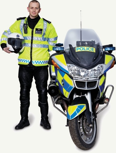 Why do motorcycle cops seldom wear full protection gear ...