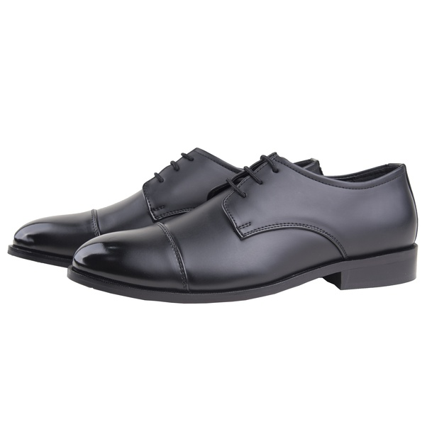 These shoes are most common style in men shoes which can be easily identified with open lacing style.