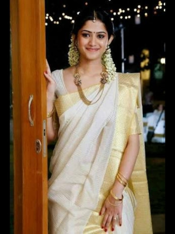 b08ea8b1d What is the traditional dress for women and men in Kerala? Where can ...