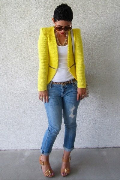Another great option would be to find a skirt that has yellow in it to  match! Love the option below.