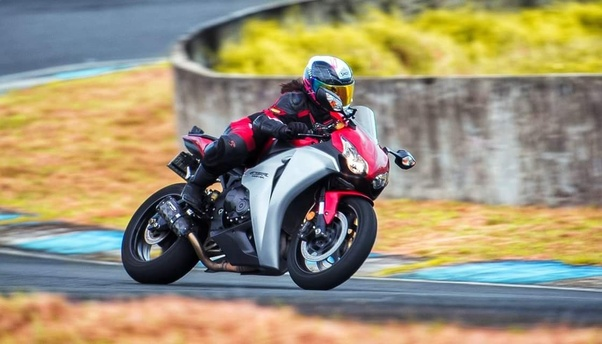 Can a 5'6' person ride a 1000cc sportbike? - Quora