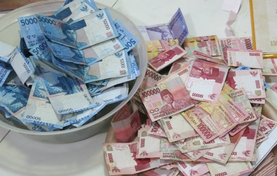 Most Common Wedding Gifts: Is It More Common To Give Cash Or Gifts In An Indonesian