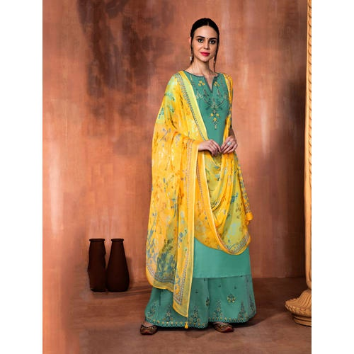 7d8db3fbf9 Many new designs of salwar suits come in on a regular basis. It is the best  attire which can be worn on numerous occasions like weddings, family  gatherings, ...