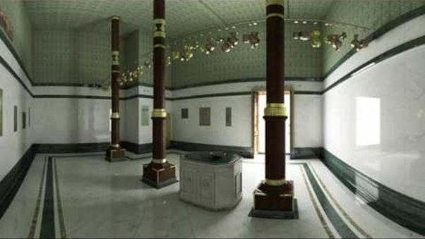 what does the kaaba look like inside