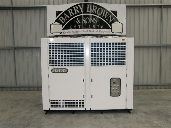 What is the difference between air cooled chiller and water