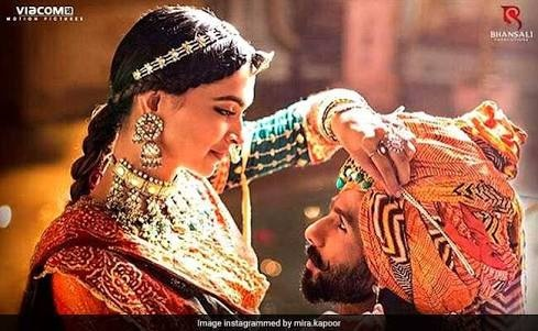 What are the best semi-classical Bollywood songs in the past