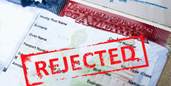 How do USA visa officers decide to accept or reject visa