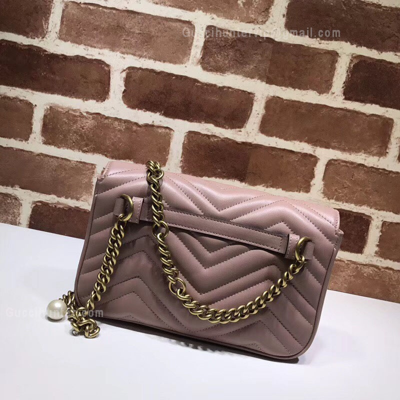 6306b986f0 The producer of Michael Kors and Prada now designs handbags from his own  firm similar to those of his clients. The price of their designs is ten  times lower ...