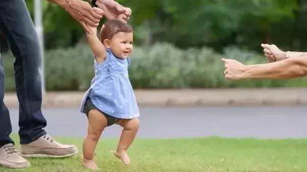 When do Babies Walk? | Helping Your Baby Start Walking