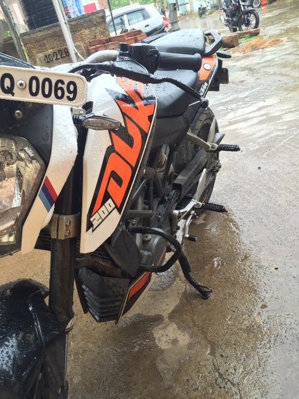 Why do most people crash with ktm duke 200? - Quora