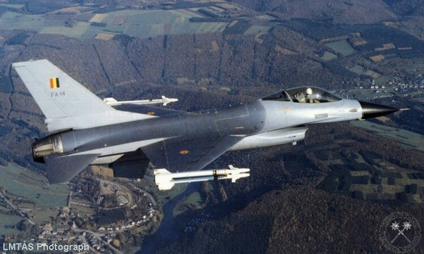 How does the Saab JAS 39 Gripen compare to the F-16 Fighting
