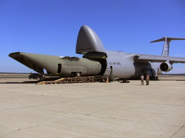 is it possible for a c 5 galaxy to safely land on a nimitz class