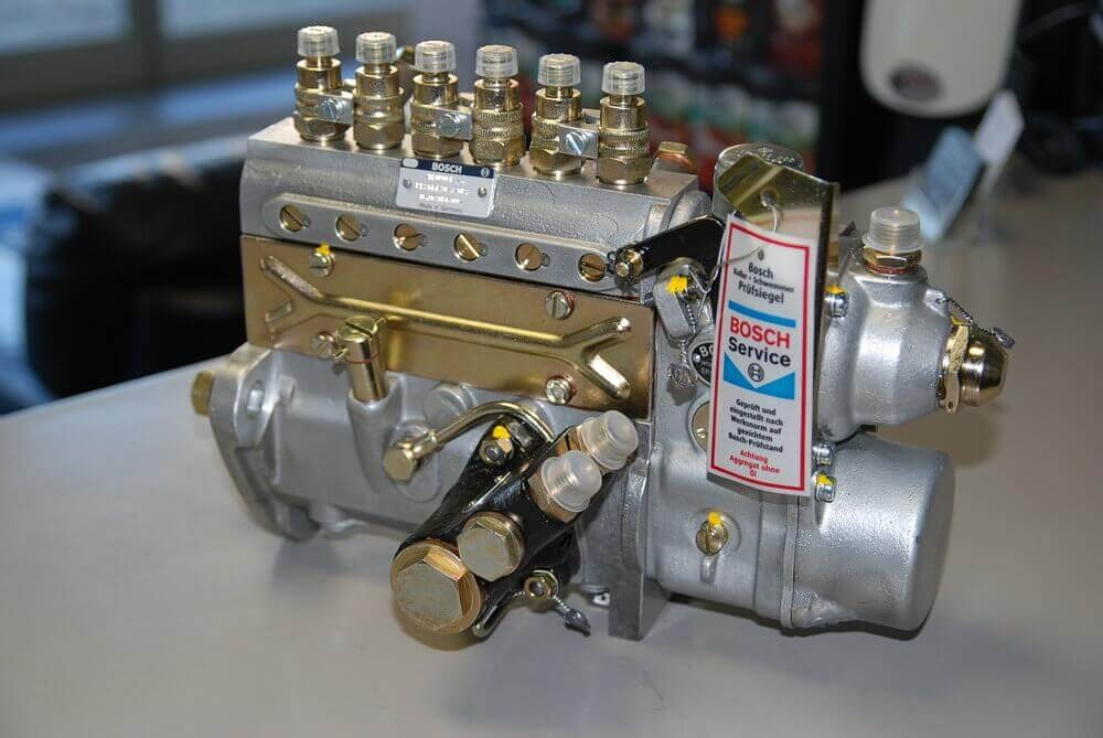 How did diesel engines run without electrical fuel injectors in the