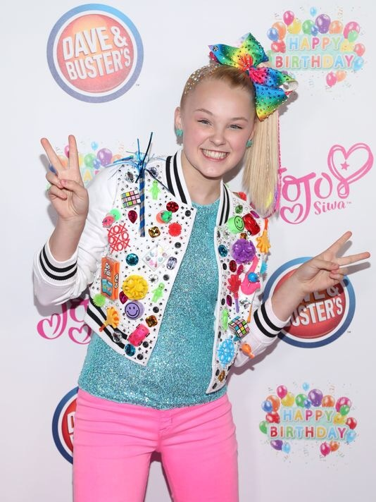 Why is there a trend on teens making fun of Jojo Siwa (the