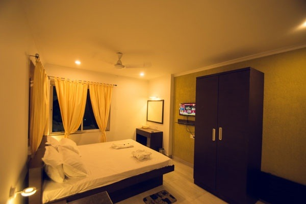 Rooms Are Luxurious And Good For Staying Room Service Staffs Safe Secure Married Unmarried Stay Note S